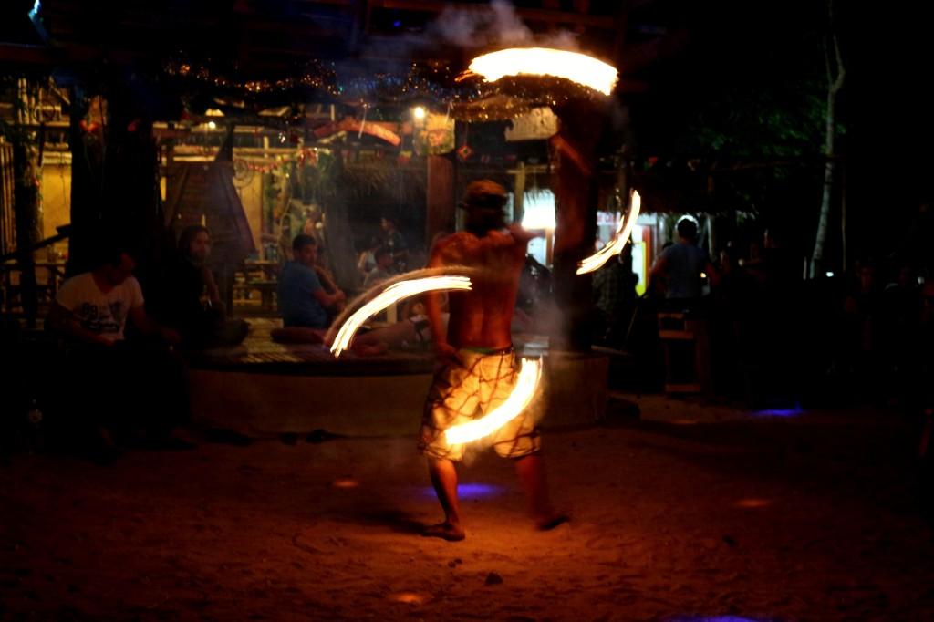 Les danseurs de fire Poi