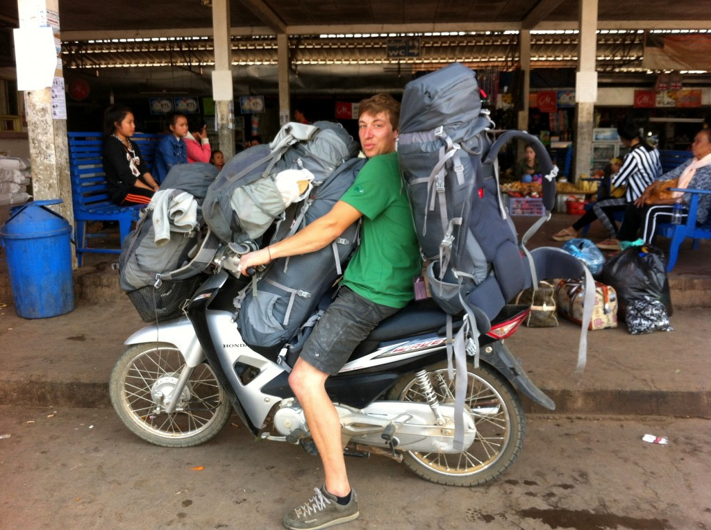Un peu chargé (avec moi en plus à bord entre deux sacs), pour rejoindre la gare routière lors du départ de  Thakhek