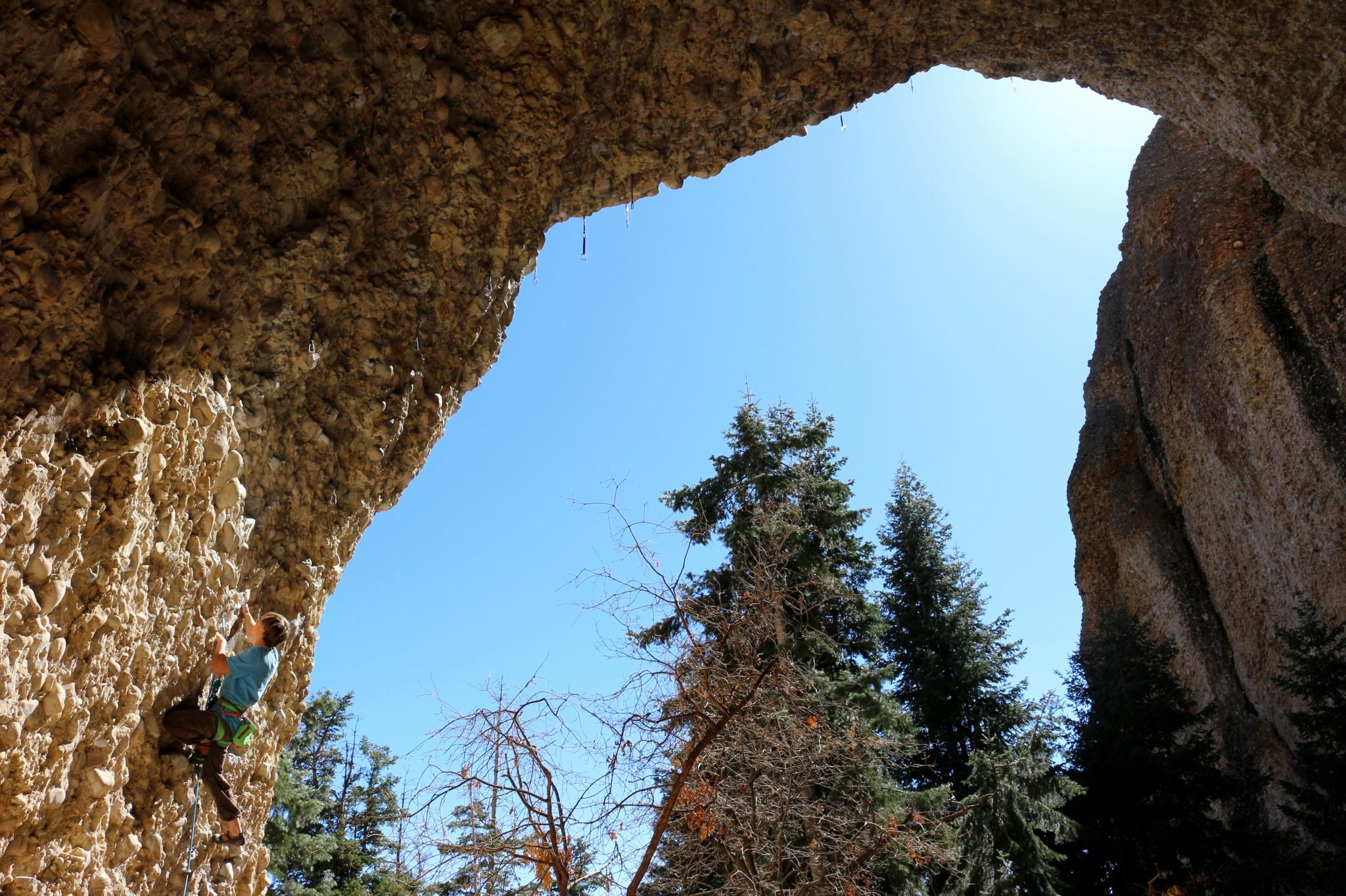 La forme retrouvée, Jim cueille à point dès le 1er jour Squeal Like A Pig 8a, au son des roucoulements incessant des pigeons peuplant la grotte.